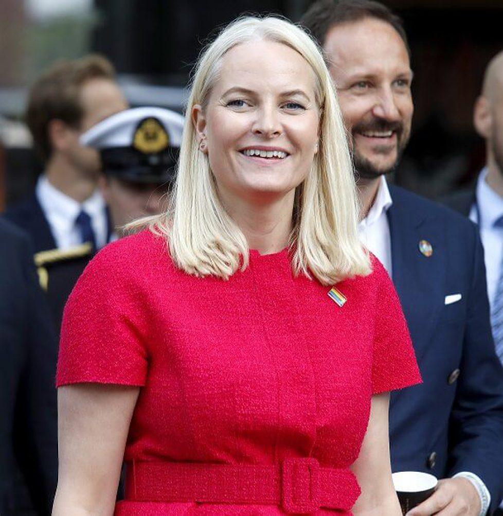 Crown-Princess-Mette-Marit-in-Oscar-de-la-Renta-7