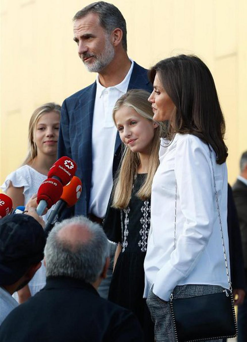 Crown-Princess-Leonor-and-Infanta-Sofia-in-Mango-4