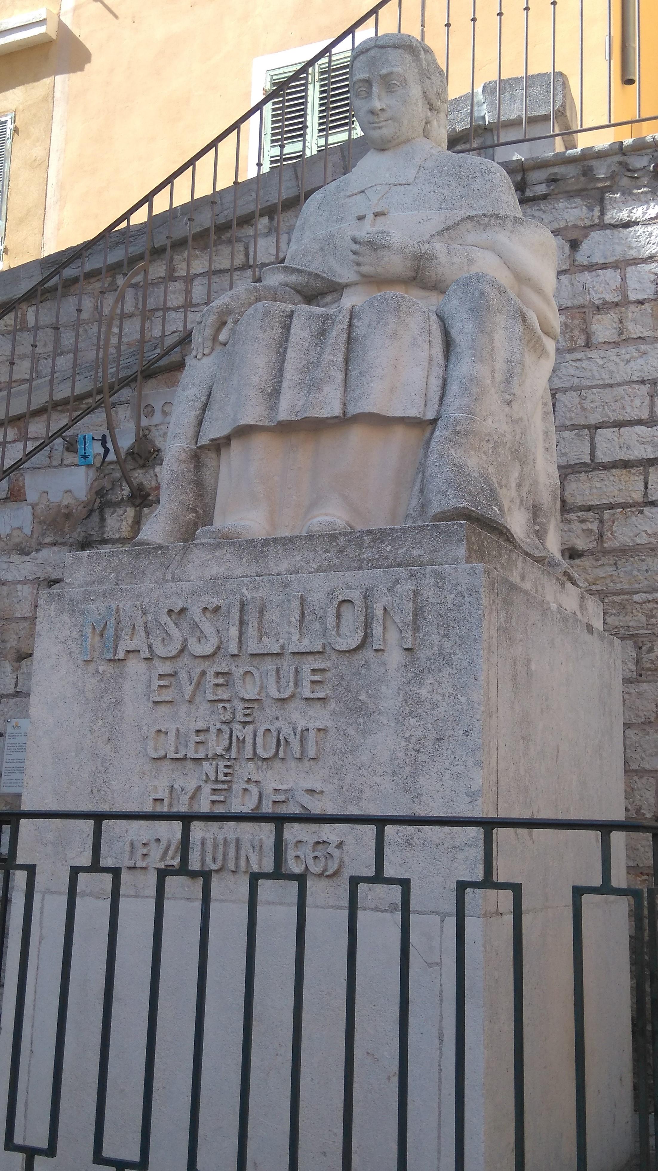 Photo n°1 Statue de Jean Baptiste Massillon