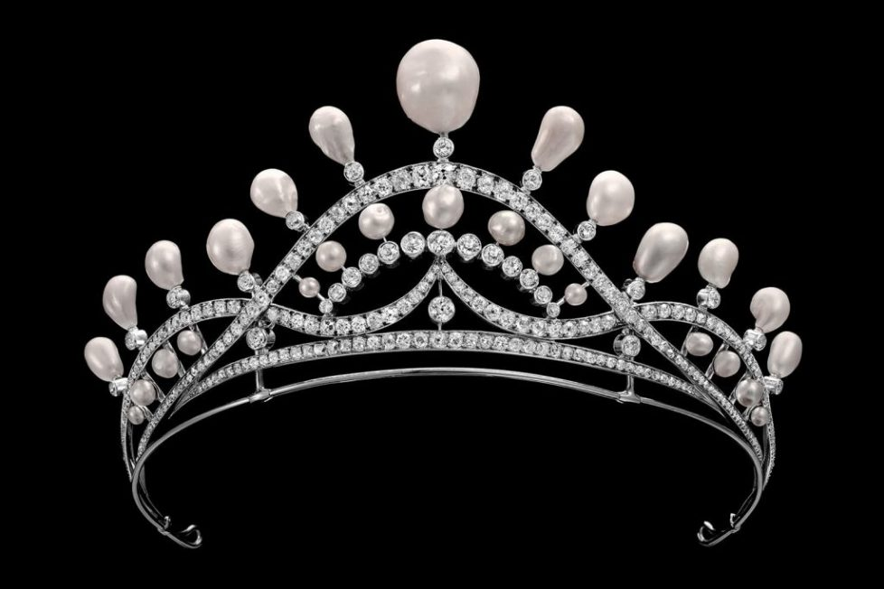monaco_symbolofpower_perlescurvilignetiara_2_Chaumet_in_Majesty_exhibition_tiara_pearls