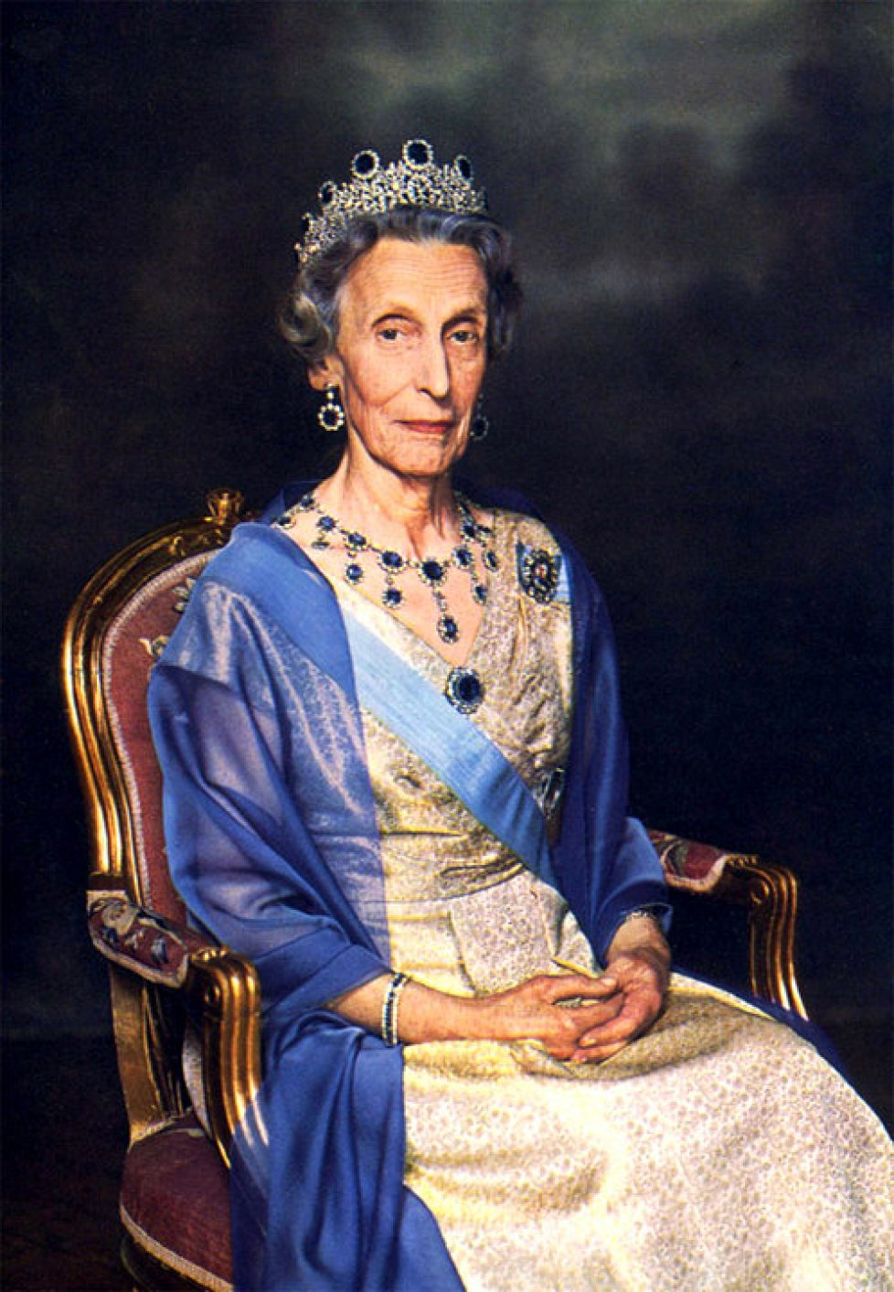 queen-louise-of-sweden-in-the-leuchtenberg-sapphires