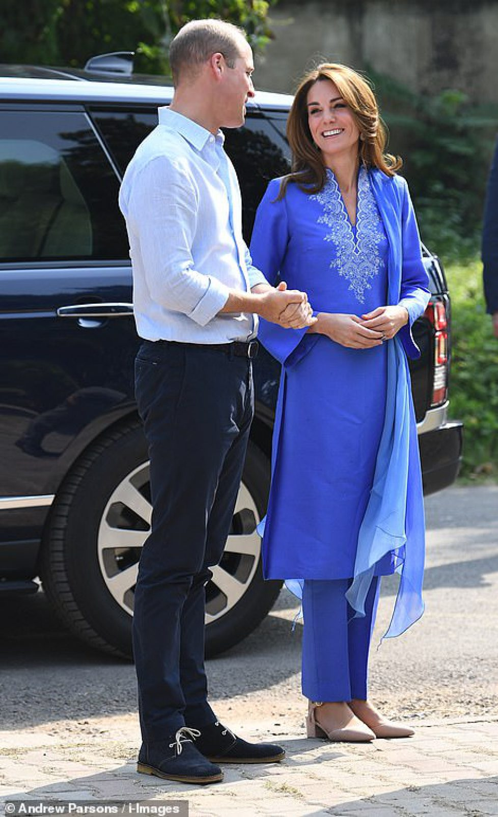 19725030-7573891-The_couple_are_visiting_the_Islamabad_Model_College_for_Girls_in-a-41_1571118482011