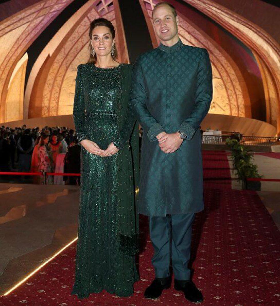 Kate-Middleton-wore-Jenny-Packham-glittering-emerald-green-gown-5