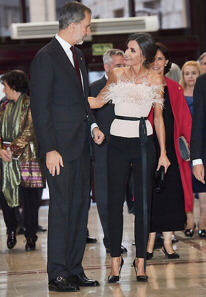Queen-Letizia-The-2nd-Skin-Co-top-and-trousers-5