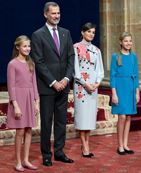 queen-Letizia-in-Pertegaz-dress-10