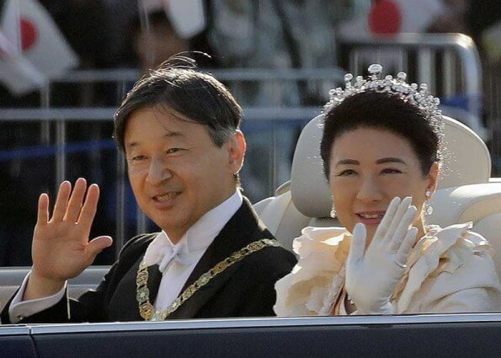 Masako-wedding-dress-and-tiara-10