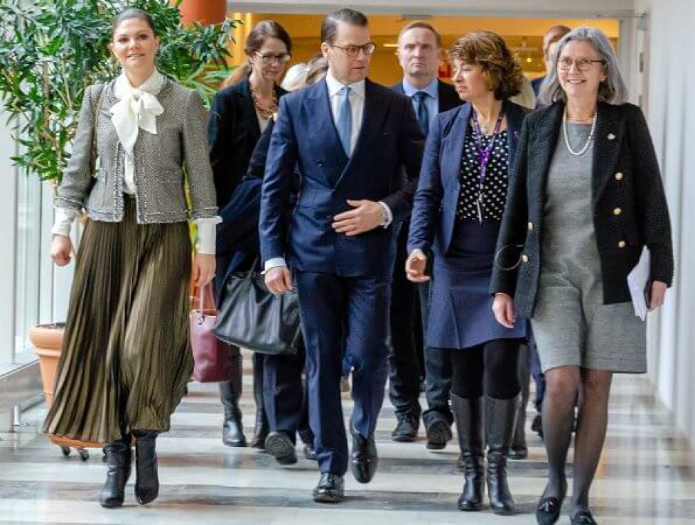 crown-princess-victoria-in-mayla-tweed-jacket-4
