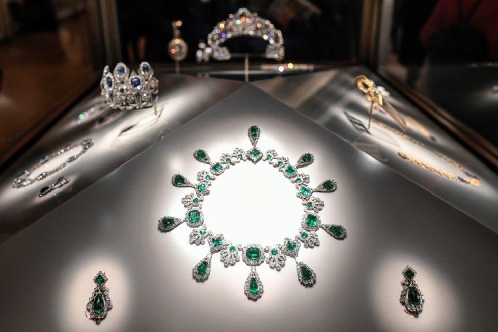 joyaux-couronne-France-exposes-galerie-Apollon-Louvre-14-janvier-2020_2_729_486