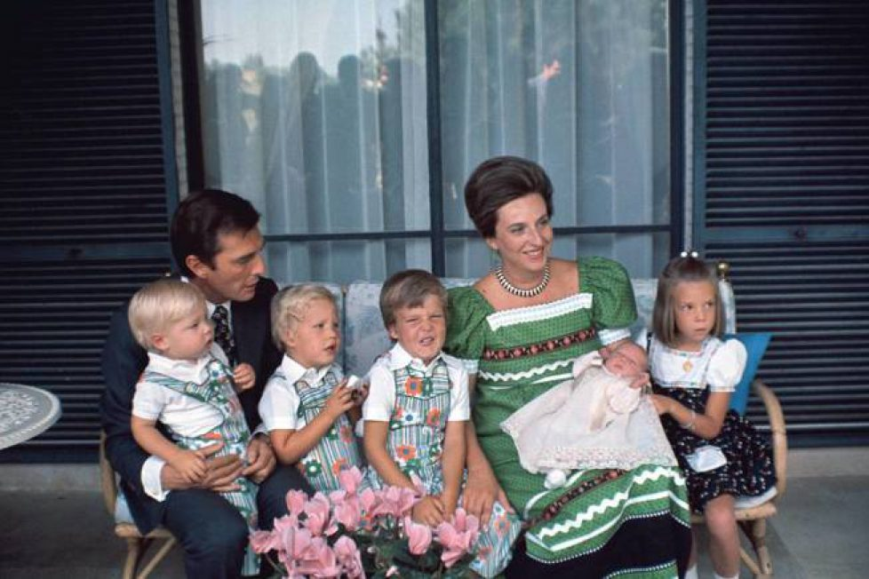 la-infanta-pilar-y-su-marido-con-sus-cinco-hijos-getty