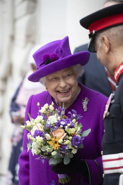 Queen+Elizabeth+II+Queen+Opens+New+Premises+4FUL35uyFJ0l