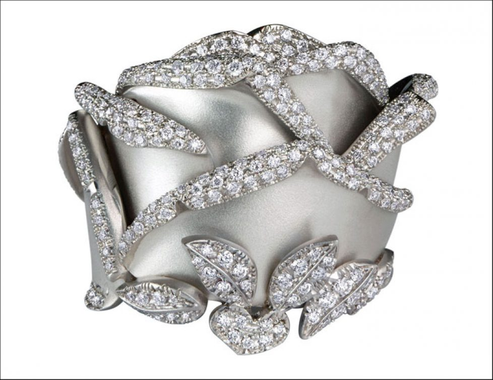 THE-ROSE-OF-HOPE-RING-18k-white-gold-and-diamonds-Ref-JE0501-24-900-