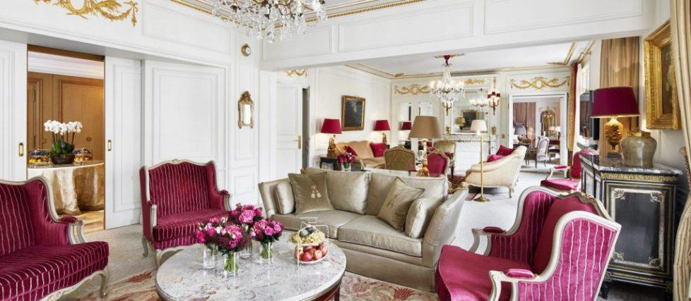 paris-plaza-athenee-royalsuite-livingroom-1920x840-1024x448
