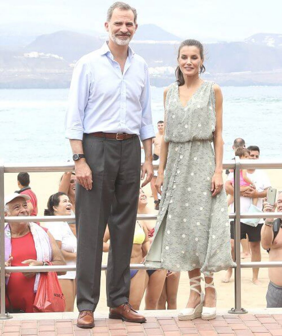 queen-letizia-in-zara-dress-4