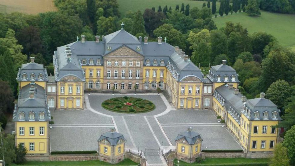 1813843834-barockes-prachtgebaeude-residenzschloss-in-bad-arolsen-1wa7