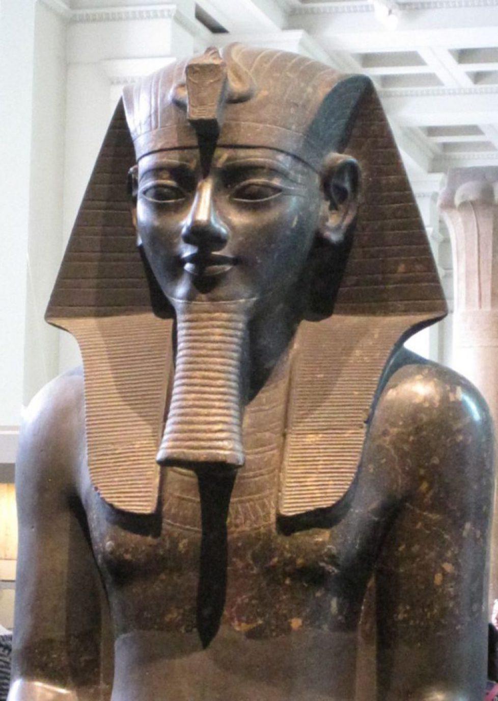 Colossal_Amenhotep_III_British_Museum-56a539db5f9b58b7d0db9fa3