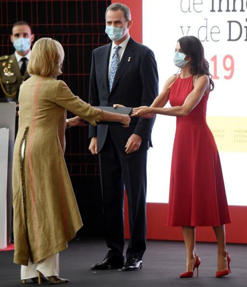 queen-letizia-in-carolina-herrera-4