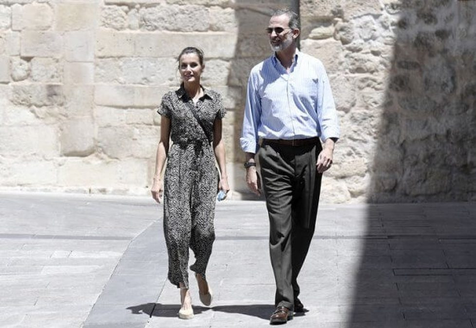 queen-letizia-in-mango-jumpsuit-4