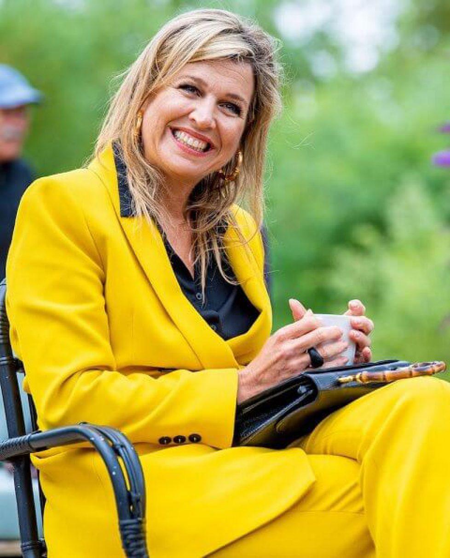 queen-maxima-in-zara-yellow-suit-gucci-bag-cartier-earrings-3