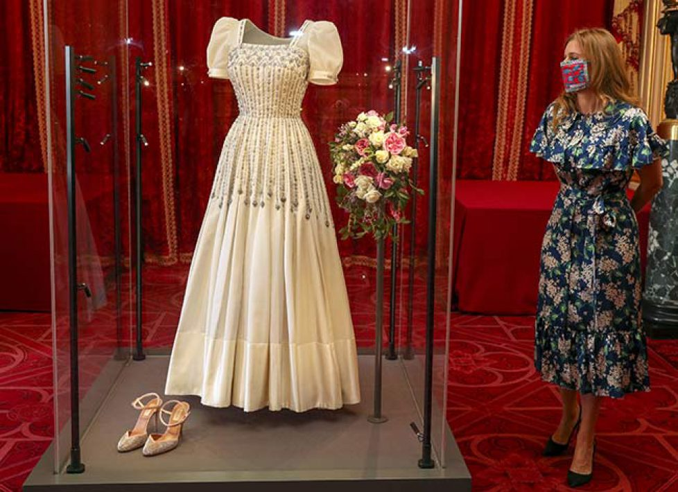 princess-beatrice-wedding-dress-display-z