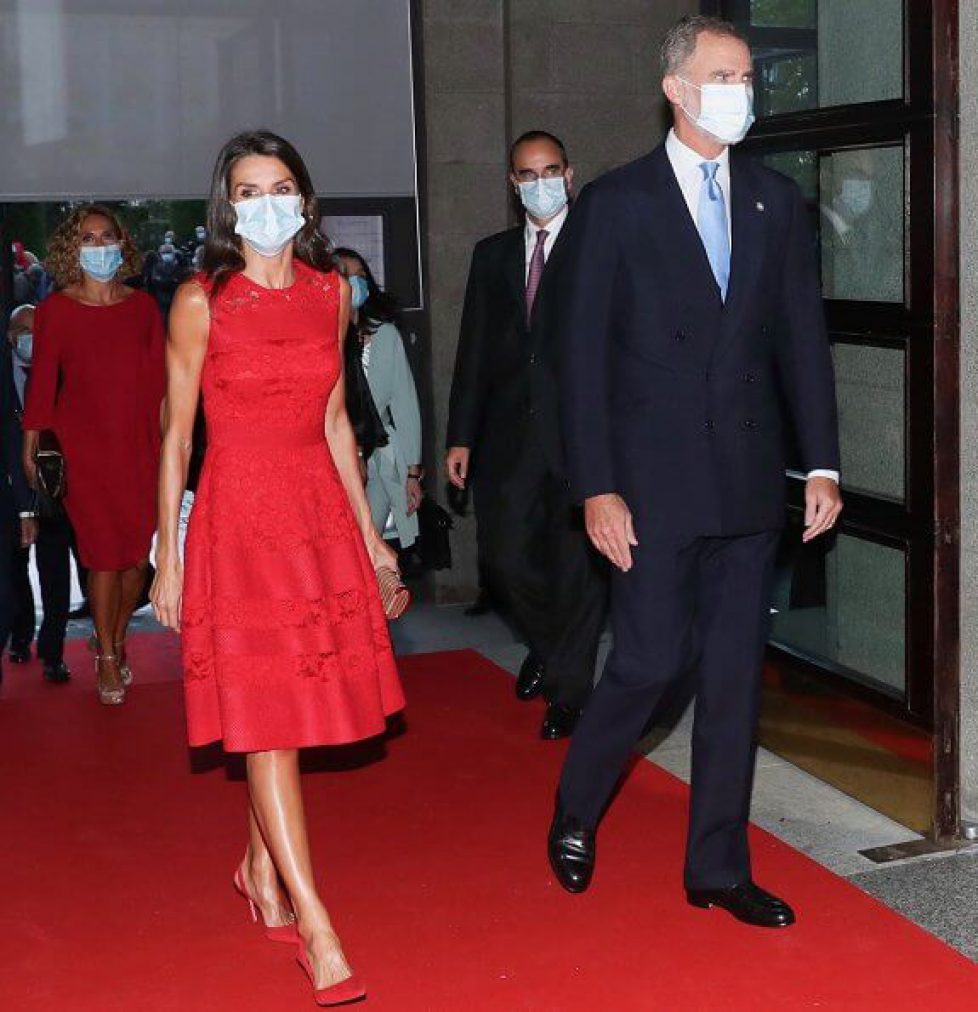 queen-letizia-in-carolina-herrera-red-dress-7