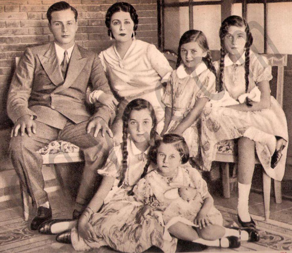 queen-nazli-family-2