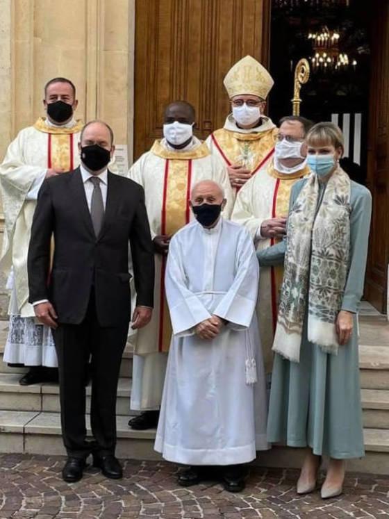 alberto-y-charlene-de-monaco-a-las-puertas-de-la-iglesia-instagram-diocesemonaco