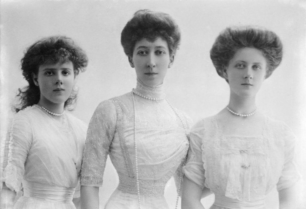 Princess_Louise,_Duchess_of_Fife,_and_daughters_Princesses_Maud_and_Alexandra