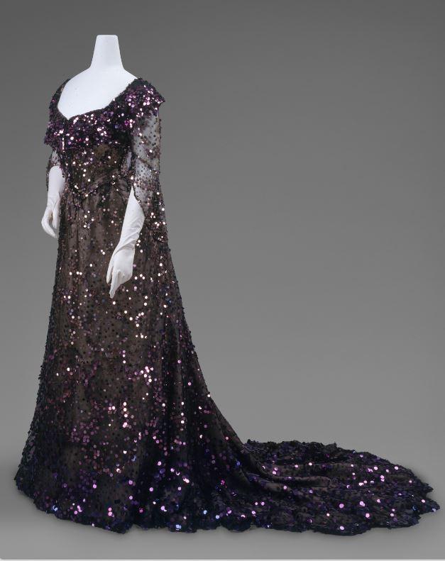 Queen-Alexandra-dress-circa-1902
