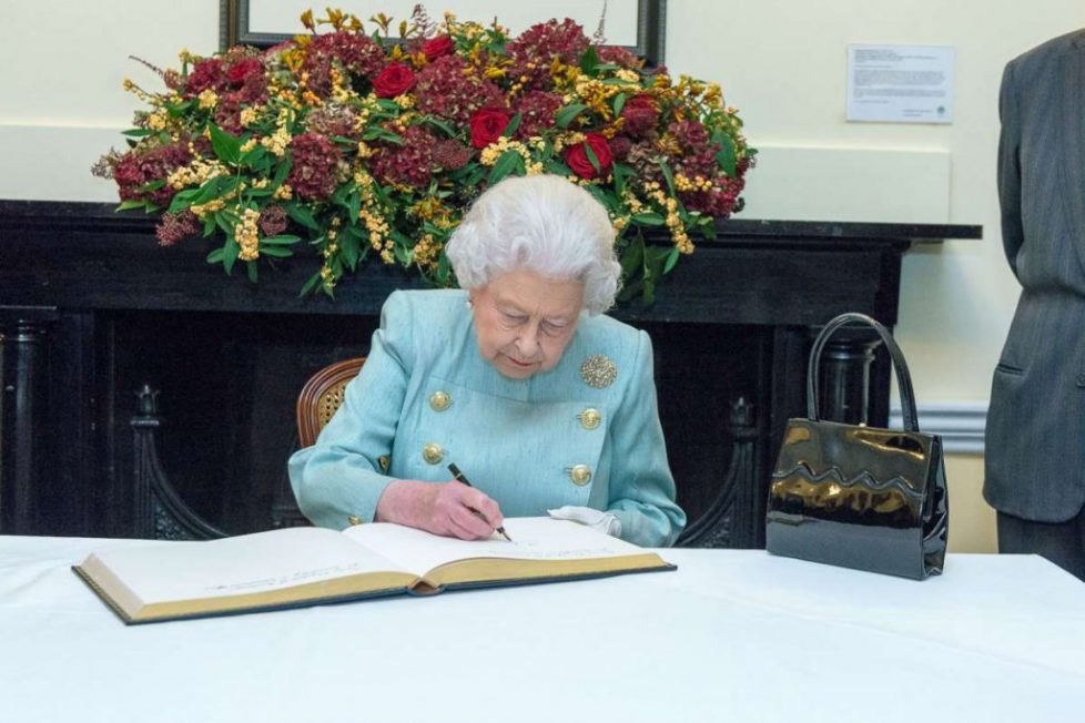queen-elizabeth-hates-the-word-pregnant_feature