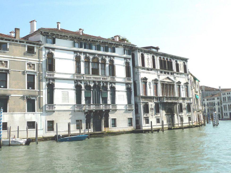 1280px-Palazzo_Mocenigo_Casa_Vecchia_e_palazzo_Contarini_dalle_Figure