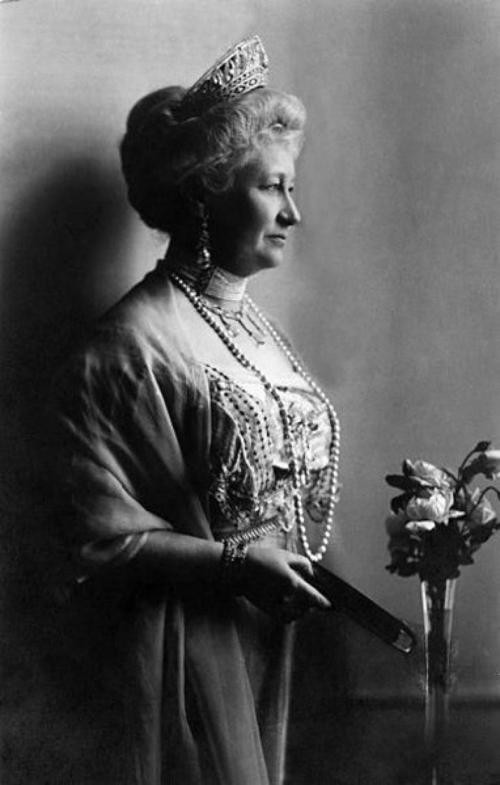 382px-Auguste_Viktoria_of_Schleswig_-_German_Empress,_Queen_of_Prussia