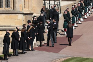 41875238-9481647-Princess_Beatrice_and_Kate_Middleton_join_Sophie_Louise_and_Edwa-a-1_1618669554021