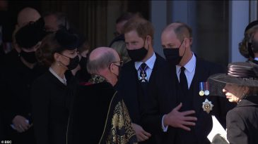 41878612-9481651-Prince_Harry_and_Prince_William_walk_next_to_each_other_as_they_-a-387_1618672102364